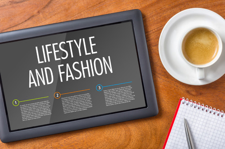 red pen: Tablet on a wooden desk - Lifestyle and Fashion