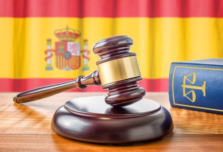 amendment: A gavel and a law book - Spain
