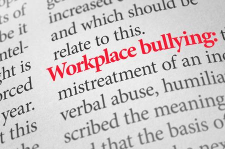 Definición del acoso laboral término en un diccionario Foto de archivo