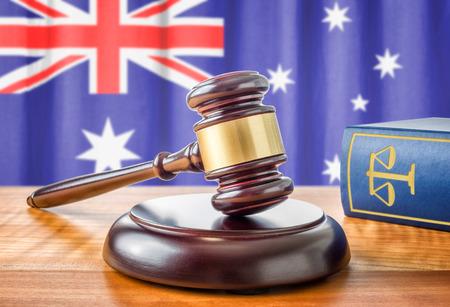 ordenanza: Un martillo y un libro de leyes - Australia Foto de archivo