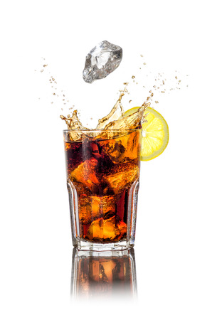 cola: A longdrink with ice cubes and splash