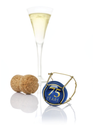 birthday champagne: Champagne cap with the inscription 75 years