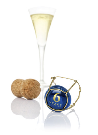 sixth: Champagne cap with the inscription 6 years