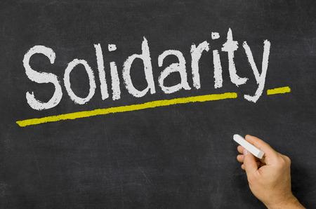 solidaridad: Solidaridad escrito en una pizarra