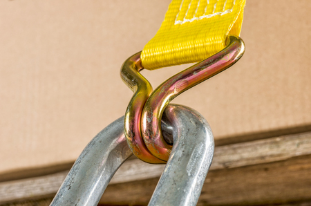 Load securing with a ratchet strap