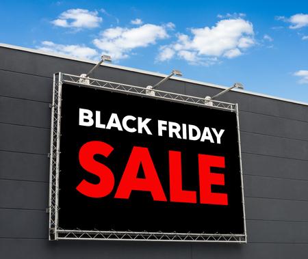 Black Friday Vente écrit sur un panneau d'affichage