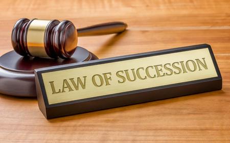 ordenanza: Un martillo y una placa de identificaci�n con la Ley de grabado de Sucesi�n