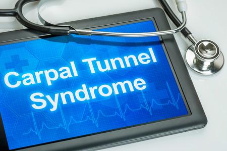 tunel: Tableta con el diagnóstico síndrome del túnel carpiano en la pantalla