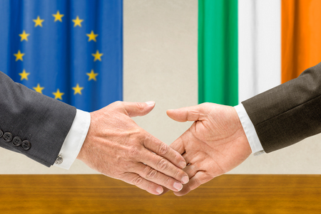 Representatives of the EU and Ireland shake hands Stock Photo