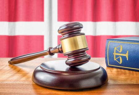 ordenanza: Un martillo y un libro de leyes - Dinamarca