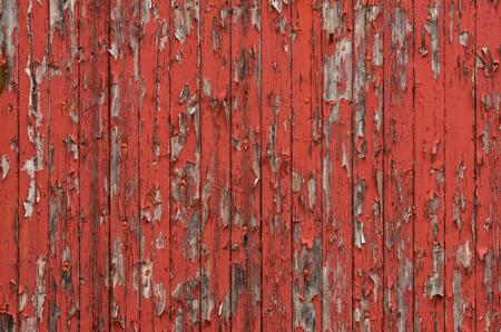 Verweerde houten planken met peeling rode verf Stockfoto