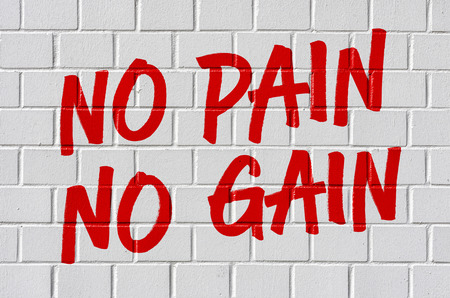 Graffiti op een bakstenen muur - No pain no gain