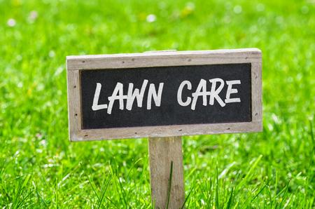 Sign on a green lawn - Lawn care Foto de archivo