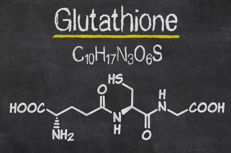 グルタチオンの化学式の黒板