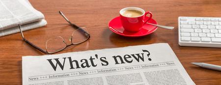 Một tờ báo trên bàn gỗ - Whats mới