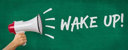 despertarse: Un hombre con un megáfono - Despierta Foto de archivo
