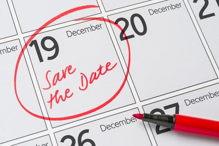 calendario diciembre: Save the Date written on a calendar - December 19
