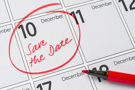 calendario diciembre: Save the Date written on a calendar - December 10