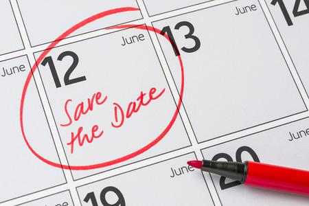 把日期写在日历上——6月12日