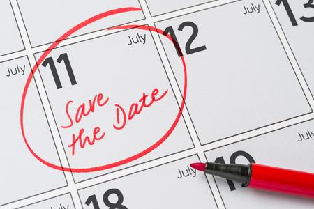 calendario julio: Save the Date written on a calendar - July 11 Foto de archivo