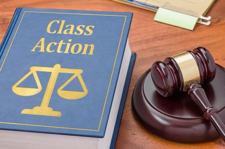 Een wetboek met een hamer - Klasse actie