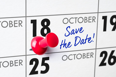 Wall calendar with a red pin - October 18 Imagens