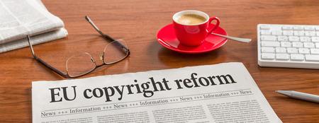 A newspaper on a wooden desk -EU copyright reform Stockfoto