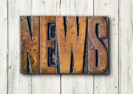 Antike Buchdruck-Holzdruckstöcke auf weißem Hintergrund - News