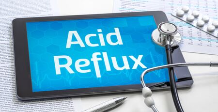 The word Acid Reflux on the display of a tablet Banque d'images - 132289537