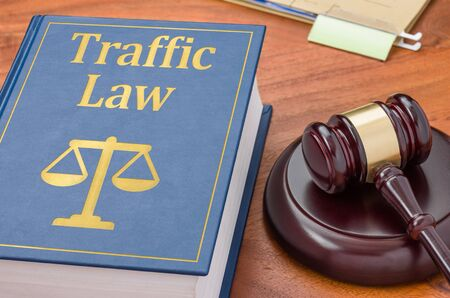 A law book with a gavel  - Traffic law Imagens