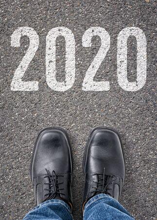Texto en el suelo - 2020 Foto de archivo