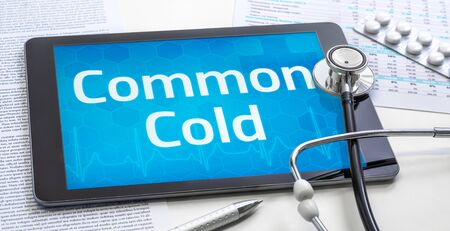 The word Common Cold on the display of a tablet Standard-Bild