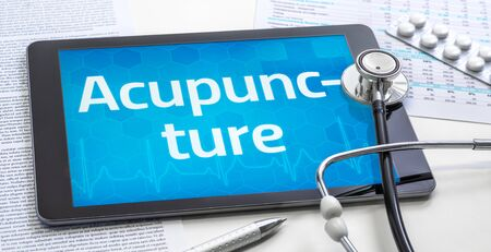 The word Acupuncture on the display of a tablet Standard-Bild