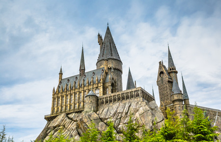 Osaka, Japan - 18. November 2018: Hogwarts Schule für Hexerei und Zauberei in den Universal Studios Japan (USJ).