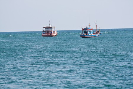 twin boats in the ocean at pattaya sea