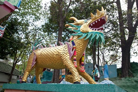 the golden dragon in chinese temple