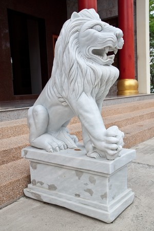 strong white lion in pattaya