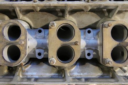 車のエンジンのシリンダー ブロックのクローズ アップ