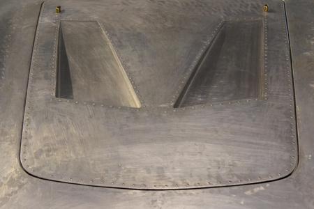 ボンネットのきれいな金属表面