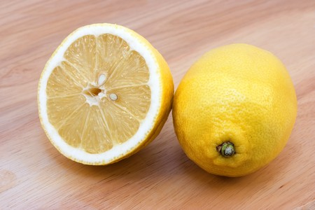 lemony: Yellow lemons on the table