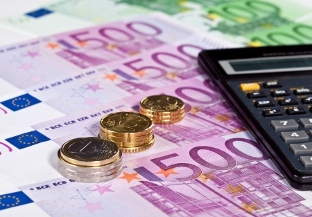 augmentation: Calculating augmentation of capital: euro banknotes, coins and calculator