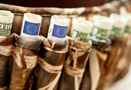 dinero euros: Moneda concepto de guerra financiera