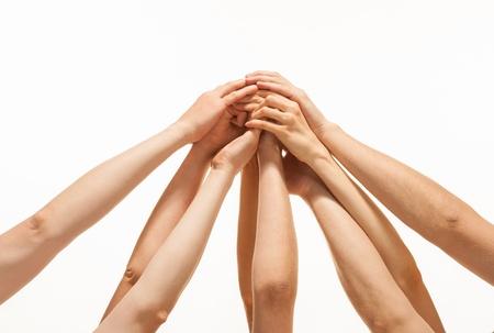 Succ?de l'?ipe: beaucoup de mains tenant ensemble sur fond blanc