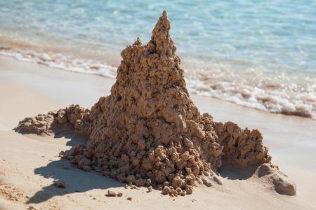 chateau de sable: ch�teau de sable sur la plage Banque d'images