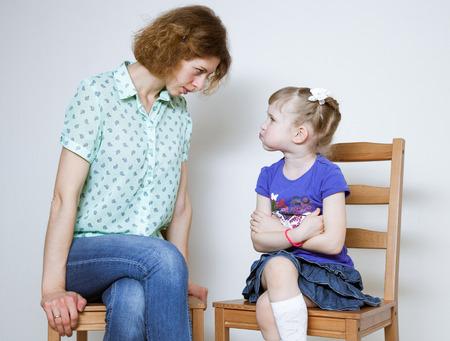 conflict: Conflicto entre joven madre y su pequeña hija