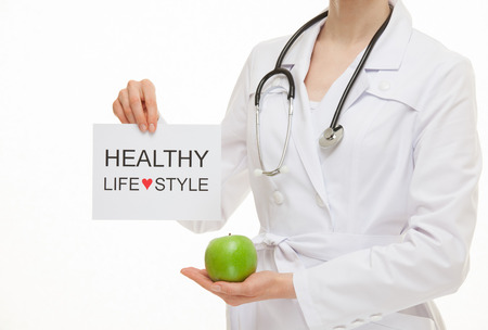 � healthy: Doctor que invita al estilo de vida saludable, fondo blanco