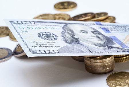 predominate: Dollar predominates over euro - macro shot
