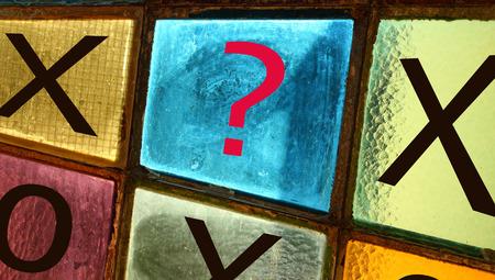 point d interrogation: Ouths et croix: mouvement décisif. Point d'interrogation dans le dernier carré blanc