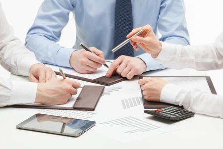 Mensen uit het bedrijfsleven bespreken van een nieuw project, een witte achtergrond Stockfoto