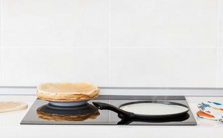 dripping pan: Baking of pancakes at home